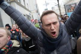 Навальный герой или провокатор